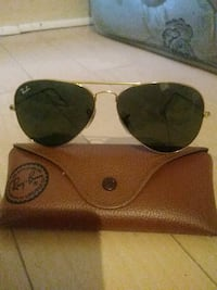 black Ray-Ban aviator sunglasses with case Niagara Falls, L2E 3X3
