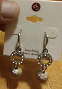 Brand new earring sale. New sets only $10 47 mi