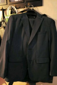 Navy blue boys suit, size 14. Whiting, 46394