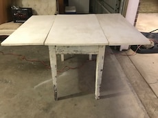 white wooden droplift table