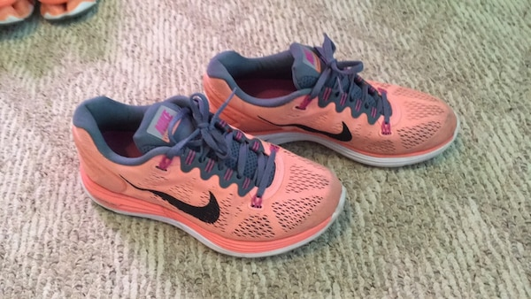 Women's Nike shoes (size 8) 7327b809-9091-46c6-95fb-e5d56508945d