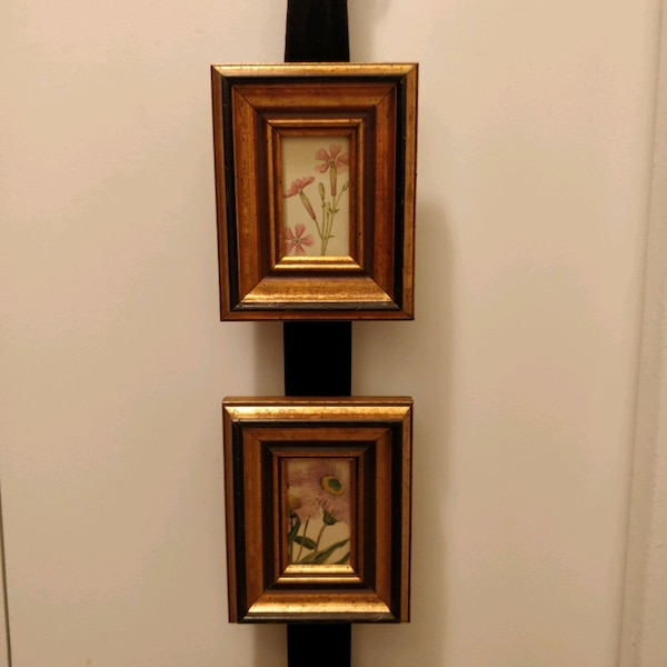 Set of 3 small floral pictures in gold wood frame 0f8ce240-2574-4752-93d7-ac05589b9f71