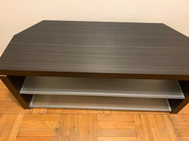 Television stand/entertainment center