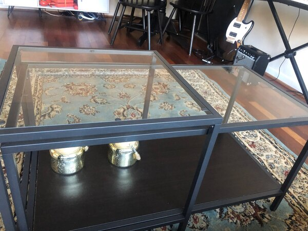 Glass coffee tables, set of 2 de87f267-fea1-421e-b4b5-8074857d8192