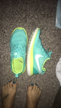 Pair of teal nike low top sneakers Manassas, 20109