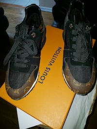 Women size 8.5 Louis Vuitton trainer Toronto