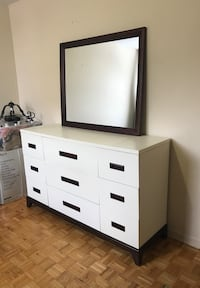 *Free Delivery* Leon's 9 drawer dresser with mirror