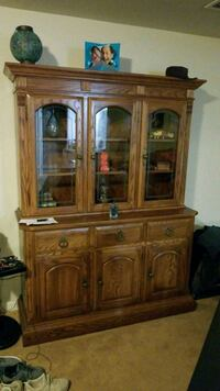 Solid oak China hutch with lightset Keedysville, 21756