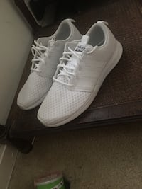 pair of white Adidas low-top sneakers Annandale, 22003