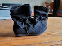 Toddler black boots size 7