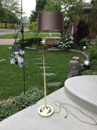 Floor lamp, swivel lampshade. Has 3 levels of luminosity. Delivery