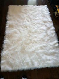 white and gray fur area rug Toronto, M2R 2Z1