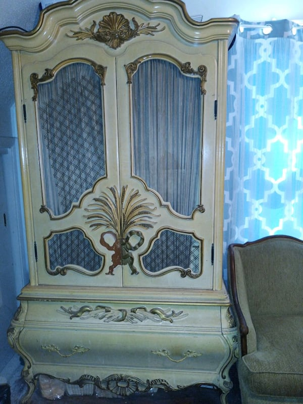 Furniture, headboard, End Table , Chest, Chair abef9cf8-ffa9-4032-a357-8b0a39ca528e