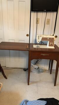 Singer sewing machine with cabinet.