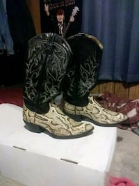 Pair of snake skin cowboy boots size 9 made in Tex