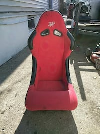 red and black gaming chair Louisville, 40214
