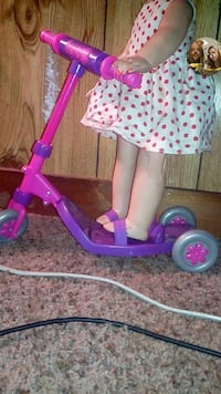 toddler's pink and purple kick scooter Powell, 37849