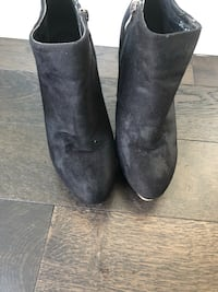 Pair of black ankle boots  Richmond, V6X 0M3