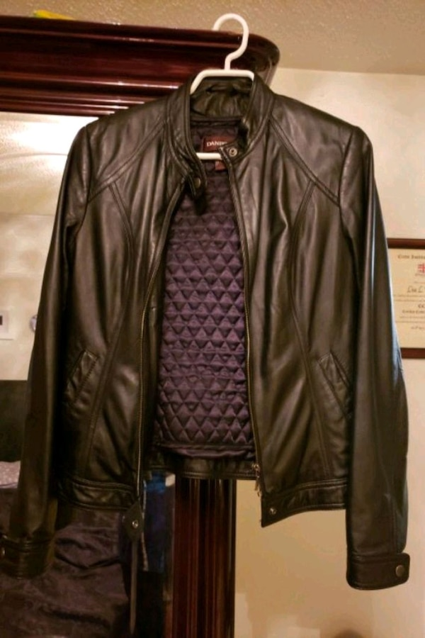 womans leather jacket 4159bbdb-a80e-4203-a3fc-159caa26c270