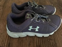 pair of gray-and-white Under Armour sneakers Ashville, 14710