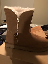 Ugg Woman's Florence Sheepskin Boots (New) Hyattsville, 20781