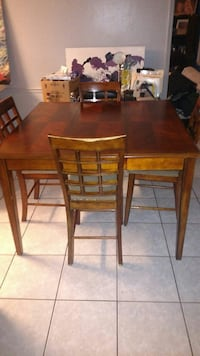 rectangular brown wooden table with four chairs di Hinesville, 31313