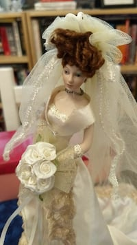 Bride Doll Bridal Wedding Gift w Stand & Box Chester, 19013