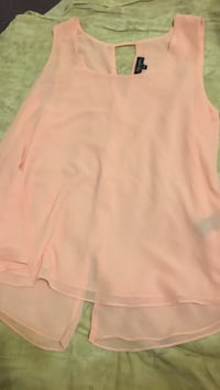 Peach/Pink scoop neck shirt Whitby, L1N