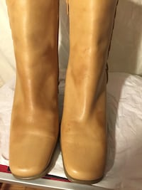 pair of brown leather side-zip boots Modesto, 95354