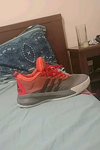 Size 9 adidas basketball shoes Mission, V2V 0A3