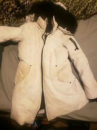 White winter jacket  medium women's  Brampton, L6W 4T8