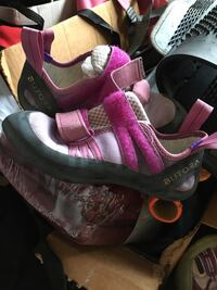 Rock climbing shoes 5.5