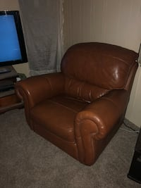 Nice leather chair $50 Lubbock, 79423