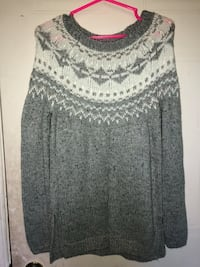 gray and white scoop-neck long-sleeved shirt Port Hope, L0A 3V5