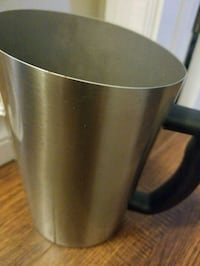 Stainless steel milk container  Oshawa, L1G 7R6