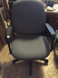 black and gray rolling armchair North Middlesex, N0M