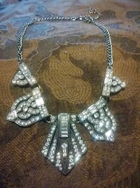 Beautiful sparkle evening dress necklace Niagara Falls, L2E 4T1