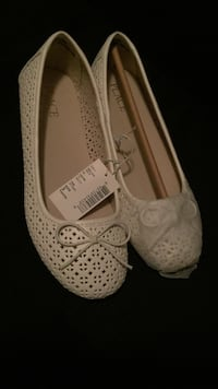 Pair of white leather flats Linden, 07036