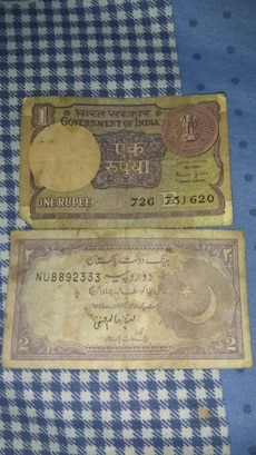 1 and 2 Indian Rupee banknotes