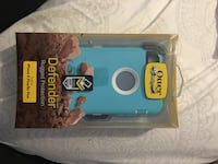White and teal otterbox iphone case Surrey, V3S