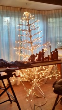 Lighted Christmas tree 50 bucks manger free Fairfax, 22032