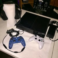 Xbox One  1tb Console with two controllers and Mic/Headset Austin, 78759
