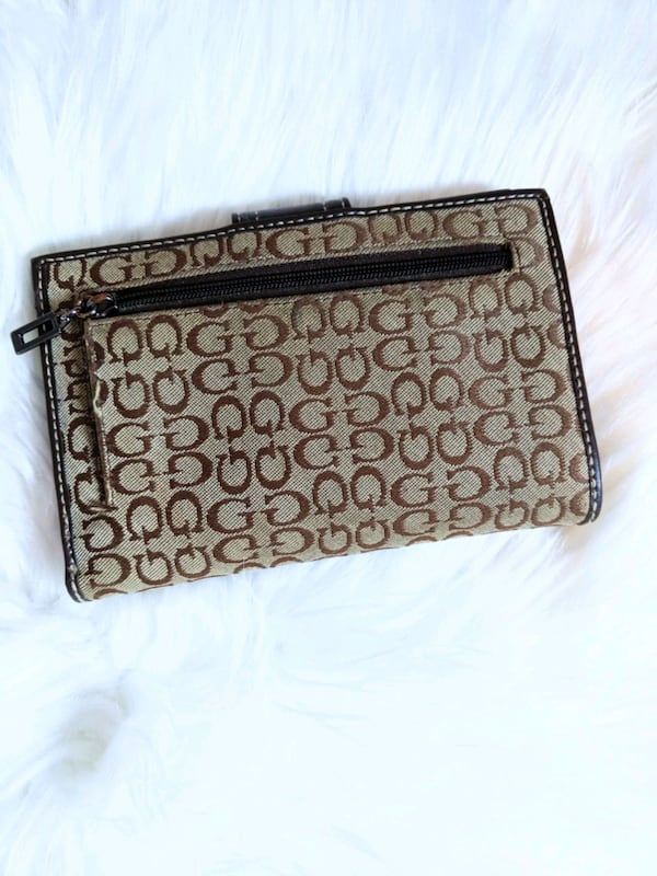 Guess wallet  8