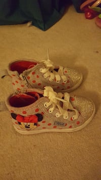 Minnie shoes with lights on it!!!...(Slightly used Vancouver, V5R 6E1