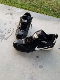 Black mens cleats