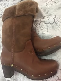 Uggs women's boots Mississauga, L5V 1P3