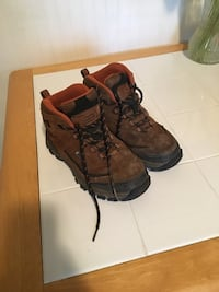 Big boys hiking boots size 5 Toms River, 08753