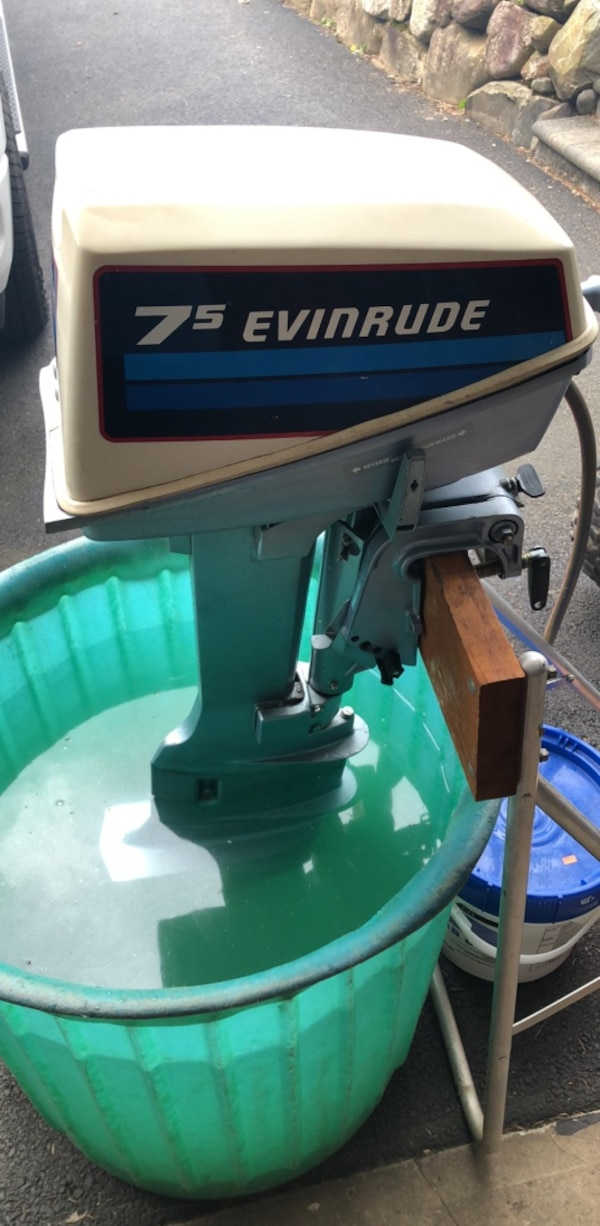1982 Evinrude 7 5 boat motor  Long shaft with stand