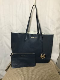 Authentic Michael Kors reversible Tote navy/White with a pouch Riverside, 92505
