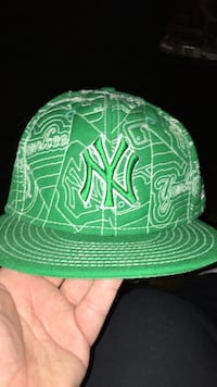 green Yankees fitted cap 7 5/8 fits like half  Burlington, L7R 1J7